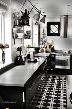 Same kitchen in black/ white version. Edited accessories, no wood visible. Black Kitchen Cabinets, Black Kitchens, Home Kitchens, Kitchen Dinning, New Kitchen, Kitchen Decor, Kitchen Interior, Interior Design Living Room, Beautiful Kitchens