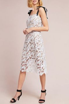 Just because you chose to forgo a big, elaborate ceremony in favor of an intimate courthouse wedding doesn't mean you have to pass on a fancy dress, as well. Here are 27 stunning gowns, suits, frocks and jumpsuits to inspire your big day. Wedding Dress Styles, Designer Wedding Dresses, Dress Wedding, Bridesmaid Dresses, Prom Dresses, Summer Dresses, Affordable Wedding Venues, Courthouse Wedding, White Lace