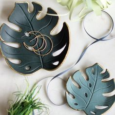Leaf it all to us ✨ This gorgeous monstera drop dish is clay creativity made oh-so simple! Get crafting at www.liagriffith.com/monstera-drop-dish/ * * * #clay #diyclay #diyhomedecor #diyhome #diydecor #diyidea #diyideas #diyinspiration #madewithlia