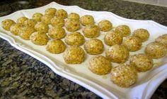 Medovo orechové guličky Cereal, Breakfast, Ethnic Recipes, Food, Breakfast Cafe, Essen, Yemek, Meals