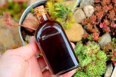 Kávový olej z kávového lógru | Žijeme homemade Whiskey Bottle, Homemade, Drinks, Food, Drinking, Beverages, Home Made, Essen, Drink