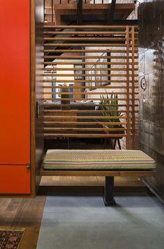 Designed by Andrew Franz Architect, Tribeca Loft in located in New York, NY, USA. In Manhattan's landmarked Tribeca North area, the top Loft D'entrepôt, Loft Stil, Soho Style, Style Loft, Design Loft, House Design, Design Design, Patio Interior, Interior Design