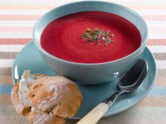 Love this recipe with beetroot & blue cheese. in Finnish only, sorry :( Soup Recipes, Vegetarian Recipes, Cooking Recipes, Finnish Recipes, Blue Cheese, Beetroot, No Cook Meals, Thai Red Curry, Food And Drink