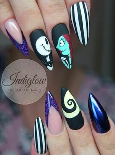 - halloween nails - Spooky Halloween Nail Designs in 2019 Holloween Nails, Halloween Acrylic Nails, Halloween Nail Designs, Cute Acrylic Nails, Disney Halloween Nails, Disney Christmas Nails, Nail Art Cute, Cute Nails, Pretty Nails