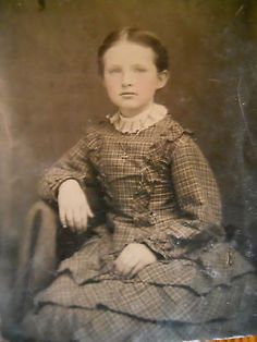 Exceptionally Beautiful Little Girl~Lovely Ruffled Dress~Antique Tintype Photo