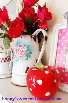 From the HAPPY LOVES ROSIE blog. Love her vintage things !