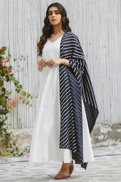 Exuding elegance and finished with perfection, this white rayon anarkali suit which will definitely make other's envious of your look. This V Neck and 3/4th sleeve suit is plain. Along with lycra/santoon churidar in white color with black chiffon dupatta. Churidar has plain. Dupatta elaborated using printed work. #anarkalisuit #usa #Indianwear #Indiandresses #andaazfashion