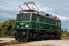 Elektrische lokomotive Br 1040 ser Österreichische Bundesbahnen Diesel, Heart Of Europe, Electric Train, Steam Locomotive, Train Travel, Model Trains, Railroad Tracks, Austria, Funny Animals