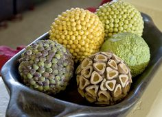 Decorative balls - This site is really interesting on making your own decorator…