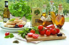 Mozzarella, Table Decorations, Furniture, Food, Design, Home Decor, Salads, Interior Design, Design Comics