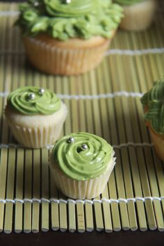 Almond cupcakes with green tea frosting. Project for sushi night for sure. Green Tea Cupcakes, Green Tea Dessert, Almond Cupcakes, Mini Cakes, Cupcake Cakes, All You Need Is, Cupcake Recipes, Dessert Recipes, Best Matcha Tea
