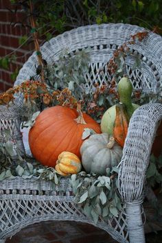 Fall Decor on an old white wicker chair. Would be pretty on the porch. I like the variety of shapes & textures, yet still simple & not overdone.