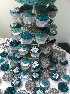 Teal and silver Wedding Cake + 80 cupcakes