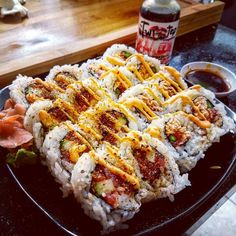 Crunchy Tuna Roll and A Cali Roll Rolled In Tempura Flakes. Topped with Spicy Mayo and The Twisted Chopstick All-in-One Sauce! Sushi Recipes, Asian Recipes, Cooking Recipes, Sushi Ideas, Sushi Night, Sushi Love, Healthy Snacks, Healthy Recipes, Meals