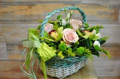 Coș cu flori Euforie cu livrare în #Moldova Wicker Baskets, Table Decorations, Home Decor, Green, Decoration Home, Room Decor, Dinner Table Decorations, Woven Baskets, Interior Decorating