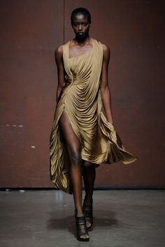 French Chinese designer Yiqing Yin from her spring 2012 collection. How in the world did she get that drape so perfect?