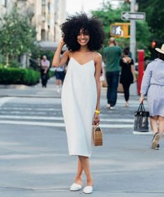 When Solange Knowles Asks You To Stick To An All-White Dress Code, You Commit - - Solange Knowles asked all concert-goers to wear white to her performance at the Guggenheim. The result? All the Memorial Day style inspiration you could ev Source by Fashion Mode, Look Fashion, Street Fashion, Fashion Beauty, Fashion Design, Fashion Trends, Fashion Bloggers, White Fashion, Fashion Tips