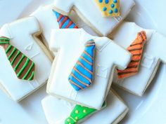 Pay homage to Dad's favorite tie by recreating it in cookie form.