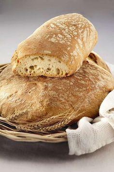 Sara Papa ci presenta la ricetta del pane toscano. Segui i suoi segreti di panificazione per realizzarlo tranquillamente in casa seguendo poche semplici regole.  http://www.alice.tv/pane/pane-toscano