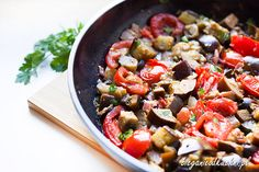 Sycylijska caponata ma pewnie tyle wersji, ilu jest włoskich kucharzy To pyszne, warzywne danie, które …
