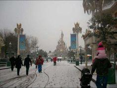 Snow in DLP, Disneyland Paris Disney. Sleeping beauty Castle