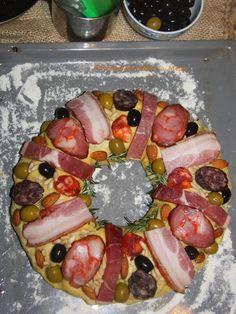 Bolo Rei de Enchidos, essa é uma receita adaptada para bolo salgado, lá da terrinha de Portugal, uma verdadeira delicia, os portugueses sabem comer bem. E roda, roda e vira, vamos a receita?  http://cakepot.com.br/bolo-rei-de-enchidos/