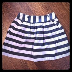 Side zip striped skirt. Forever 21. Cute striped side zip skirt. Pockets. Lined. Forever 21 Skirts Circle & Skater