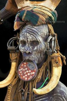 Mursi Tribe, Omo Valley, Ethiopia culture thing with jewelry and marking on the face African Tribes, African Art, Mursi Tribe, Arte Tribal, Foto Real, Tribal People, Tier Fotos, African Culture, Interesting Faces