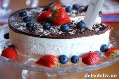 Skumkake til mai! Frisk, Cake, Desserts, Food, Tailgate Desserts, Pie, Kuchen, Dessert, Cakes
