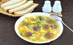 Сытный суп с мясными фрикадельками.