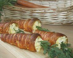 Carotte en pâte feuilletée garnie d'oeufs brouillés
