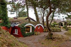 """Die """"Kupferkanne"""" - teilweise unterirdisches Café und Cafégarten, liegt eingebettet in eine bezaubernde Kiefernlandschaft mit Blick auf das Wattenmeer."""