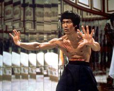 Enter The Dragon Robert Clouse) Bruce Lee Abs, Bruce Lee Workout, Bruce Lee Martial Arts, Bruce Lee Photos, Romantic Comedy Movies, Martial Arts Movies, Enter The Dragon, Mike Tyson, Martial Artist