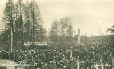 Akershus fylke Eidsvoll kommune Eidsvold. 17de Mai 1914. Fullt av folk ved Eidsvoldsbygningen.1914 Produsent/foto O.A. Bye