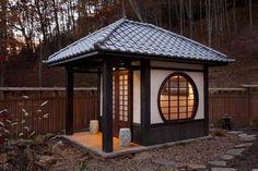 15 Most Popular Asian Garden Design Inspiration for Your Backyard - Home Bigger Ancient Chinese Architecture, Japanese Architecture, Futuristic Architecture, Zen Garden Design, Japanese Garden Design, Japanese Gardens, Asian Garden, Chinese Garden, Country Stil