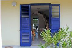 ingresso Garage Doors, Patio, Outdoor Decor, Home Decor, Terrace, Interior Design, Home Interiors, Decoration Home, Carriage Doors