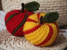 Twins' Knitting Pattern MiniShop: Striped Apple Ornament (In English and in Dutch)