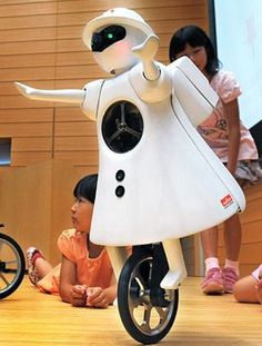 'Little Seiko' Unicycling Robot Looks Like EVE Before She Learned to Hover