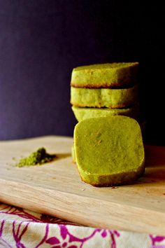 (#) hyundoug cookies: powdered sugar, matcha, butter, egg yolk
