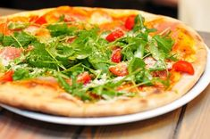 Nothing hits the spot like gooey, cheesy pizza when you're looking for something quick or delicious to eat. For pizza lovers,. Pizza Cool, Ma Pizza, Pizza Italy, Budget Meal Planning, Budget Meals, Healthy Soup Recipes, Pizza Recipes, Delicious Recipes, Healthy Foods
