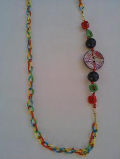 Μακρύ κολιέ με πολύχρωμη υφασμάτινη αλυσίδα, χάντρες και κουμπιά Tassel Necklace, Diy, Crafts, Jewelry, Manualidades, Jewlery, Bricolage, Jewerly, Schmuck