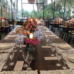 Mesa dos noivos linda!!!