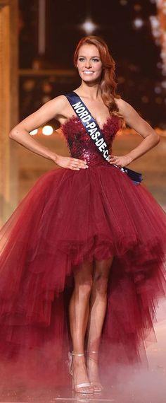 Robe de soirée bordeaux rouge bustier coeur Miss France 2018 Miss France, Bustier, Gowns, Disney Princess, Disney Characters, Inspiration, Style, Fashion, Dress Red