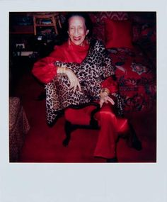 Legendary Vogue editor and fashion icon Diana Vreeland's top quotes for style, life and more. Here are the top Diana Vreeland quotes to live by. Andy Warhol Photography, Portrait Photography, Harper's Bazaar, Diana Vreeland, Vogue, Photography Exhibition, Nyc, Only Fashion, Fashion Art