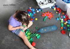 utilisation des bouchons en plastique pour faire des jeux avec les enfants
