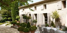Enjoy the #Provence's charms, its lavender's scents and sweet #summer evenings in the charming Mas Anis, an idyllic place to spend your summer #holidays with friends or family. To rent the #villa: http://clni.st/1AjOaSj