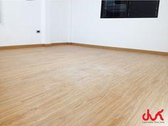 งานติดตั้งพื้นกระเบื้องยางเข้าลิ้น ระบบ Click Lock แบรนด์ QDM ความหนา 12 มม. Four Square, Tile Floor, Flooring, Texture, Crafts, Surface Finish, Manualidades, Tile Flooring, Wood Flooring