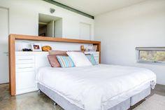 Maison-design-rénovée-Chambre-avec-tete-de-lit-design