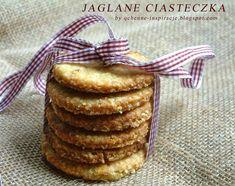 Dawno nie było słodkości, więc postanowiłam to nadrobić. Bezglutenowe ciasteczka jaglane polubi każdy. I mały i duży. Dlaczego? Ponieważ oprócz tego że najzwyczajniej w świecie są bardzo smaczne, są także bardzo kruche co dla mnie jeśli chodzi o ciastka jest kwestią bardzo istotną. Kruchość i lekkość zapewniają bezglutenowe płatki jaglane i mąka jaglana. Nie ma …
