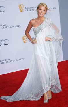 if I ever had a need for a floor length white dress... this would be it.